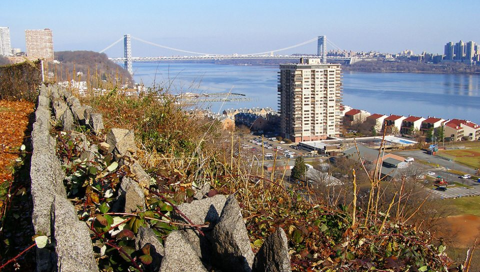 Neighborhood Vibe Located In New Jersey Just Across The Hudson River From Upper Manhattan Edgewater Is A Tiny Three And Half Mile Long Borough